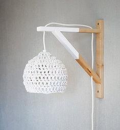 dipped wood wall lamp with crocheted lampshade / See more lighting inspirati. Lamp Design, Diy Design, Chair Design, Design Ideas, Lampe Crochet, Crochet Lampshade, Diy Tumblr, Bedroom Lighting, Lampshades