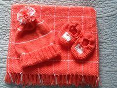 Mantinha com gorro e sapatinho para bebê R$ 110,00 contato tearmanualmay.com