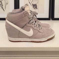 73ae87a9eeac NIKE SKY HI DUNK SNEAKER WEDGE HI TOP Grey suede white leather Nike Sky Hi