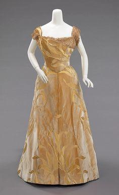 1899.  Large, but very graceful art nouveau motif.