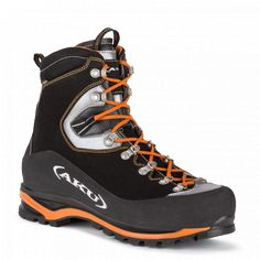 Technical footwear for mountaineering and dynamic activities in the mountains. Yatumine GTX by AKU is robust, lightweight and durable. Comfortable and precise fit. Trekking Outfit, Trekking Gear, Hiking Gear, Hiking Boots, Mountaineering Boots, Gents Fashion, Tactical Clothing, Mens Boots Fashion, Sneaker Boots