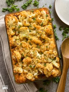 Cheesy Cauliflower Topped Pie - all the goodness of a traditional cottage pie but topped with delicious tender cheesy cauliflower florets. Gluten free, Slimming World and Weight Watchers friendly Slimming World Vegetarian Recipes, Healthy Recipes, Macaroni Recipes, Casserole Recipes, Mince Recipes, Recipes Dinner, Cheesy Cauliflower, Cauliflower Recipes, Slimming Eats