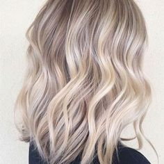 This long bob in an ash blonde sombré is the perfect mix of sexy and sweet  : @christinagunnell
