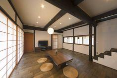 リビングダイニング 2 @ 住まい工房 建築実例 Japanese Architecture, Japanese Culture, Conference Room, Divider, Dining Room, Table, House, Furniture, Home Decor