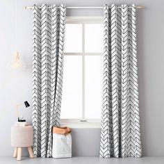 Dekoračný záves AKRANES biely sada 2 ks - Závesy AKRANES v bielej farbe sa stanú jedinečným doplnkom vášho bytu. Moderný vzor čiernych šípok na bielom podklade sa dá dobre kombinovať s ďalšími farbami Stylus, Windows, Curtains, Shower, Design, Home Decor, Living Room, Rain Shower Heads, Blinds