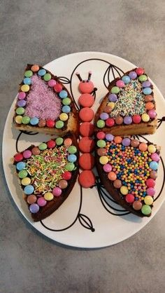 Gateau papillon d'anniversaire aux pommes Birthday butterfly cake with apples – Butterfly Birthday Cakes, Butterfly Cakes, Cake Cookies, Cupcake Cakes, Bolo Original, Food Humor, Funny Food, Celebration Cakes, Creative Food