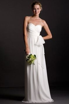 I absolutely love this simple wedding dress!