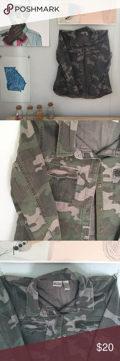 Camo military light jacket Super cute camouflage jacket or pull over 100% cotton with a denim feel. Made by Mudd Sz. Lg pair this with a feminine dress for an edgy vibe ✌🏻 Mudd Jackets & Coats