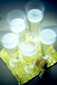 coupes de #champagne #photographe #culinaire N'hésitez pas à « pinner »