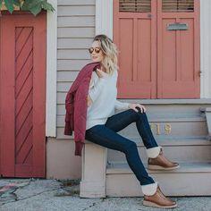 Fall is UGG season! Urban Chic, City Style, Ugg Australia, Uggs, Mom Jeans, Autumn Fashion, Coat, Fall, Winter