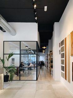 Open Office Design, Industrial Office Design, Cool Office Space, Office Interior Design, Office Interiors, Small Workspace, Bureau Open Space, Schönheitssalon Design, Architecture Office