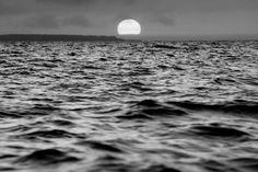 Horizon on the waves [OC][2048X1365]
