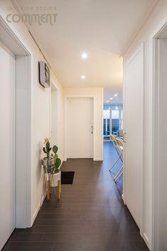 공간마다 특색 있는 복도식 아파트 작은집 꾸미기 : 25평 거실 인테리어 : 네이버 블로그 Apartment Interior, Space, Furniture, Home Decor, Floor Space, Decoration Home, Room Decor, Apartment Ideas, Home Furnishings