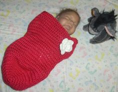 Baby Cocoon free pattern. Very easy and quick to make. Great for newborn photos when you add a cute hat.