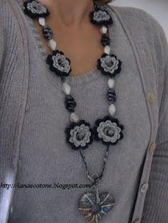 Lana e Cotone (maglia e uncinetto): Collana all'uncinetto in lamè