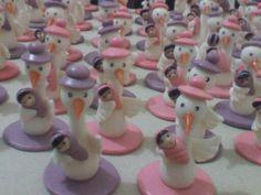 Mis creaciones...cigueñas en porcelana fria... para baby shower