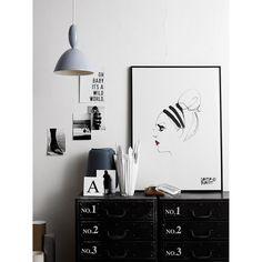 Lipstick Feu Rouge juliste kuluuekslusiiviseen Lovisa Burfitt illustraatiomallistoon, jonka h&...