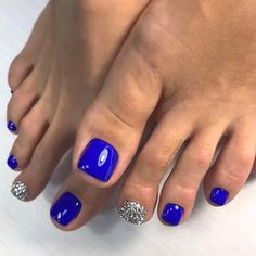 The advantage of the gel is that it allows you to enjoy your French manicure for a long time. There are four different ways to make a French manicure on gel nails. Blue Toe Nails, Simple Toe Nails, Toe Nail Color, Summer Toe Nails, Feet Nails, Toe Nail Art, Nail Colors, Blue Toes, Fall Toe Nails