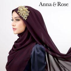 #sofea beaded shawl juga available in royal purple too 😱  Tampil cun dengan rona purple dihiasi lace gold yang cantik. Jom #annaqueens dapatkan sekarang! 💃🏻-Anna Ways To Wear A Scarf, How To Wear Scarves, Hijab Dress, Hijab Outfit, Modest Fashion, Hijab Fashion, Abaya Designs, Hijab Tutorial, Girl Hijab