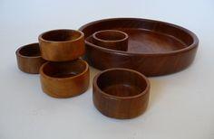 teakhouten schaal en bakjes jaren '60  Neem eens een kijkje in onze webshop!  Take a look at our website   www.vanoudedingen.nl