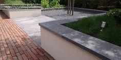 hoveniersbedrijf-gebakken-klinkers-oud-hollandse-tegels-verhoogde-bloembak-strak-vijverrand-split