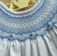 Blue & White Smocking on Baby's Dress . Smocking Baby, Smocking Plates, Smocking Patterns, Embroidery Stitches, Embroidery Patterns, Hand Embroidery, Punto Smok, Smocking Tutorial, Smocks