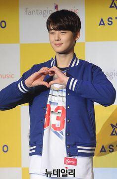 [22.02.16] Conferência de imprensa de debut - EunWoo