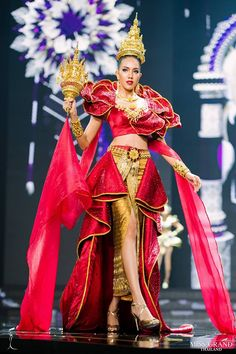 Image Thai Traditional Dress, Traditional Outfits, Thai Fashion, Womens Fashion, Thailand National Costume, Miss Universe National Costume, Alexander Mcqueen Couture, Victoria Secret Show, Thai Dress