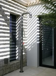 piet boon - outdoor shower - Pipe by Boffi Outdoor Baths, Indoor Outdoor, Outdoor Showers, Outdoor Office, Outdoor Living Rooms, Outdoor Spaces, Interior Exterior, Exterior Design, Architecture Details