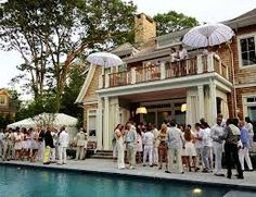"""An """"All White"""" party poolside! Hamptons Party, Die Hamptons, Hamptons Wedding, Hampton Pool, Hampton Garden, East Hampton, Exhibition Stand Design, All White Party, Aqua Party"""