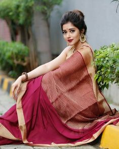 India is so special for the rich cultural variety and colourful dressing traditions. Saree (sari) is the best among Indian dresses. Saree Hairstyles, Indian Hairstyles, Saree Blouse Patterns, Saree Blouse Designs, Beautiful Saree, Beautiful Indian Actress, Indian Tv Actress, Saree Poses, Saree Photoshoot