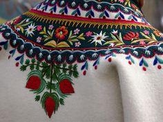 POLSKA WIRTUALNA: Haft góralski. Polish Embroidery, Hungarian Embroidery, Folk Embroidery, Learn Embroidery, Embroidery Patterns, Bordado Popular, Polish Folk Art, Scandinavian Folk Art, Textiles