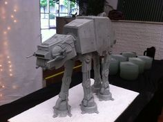 at-at-cake-2-this-star-wars-cake-proves-geek-weddings-are-the-best-jpeg-118771.jpg (750×560)