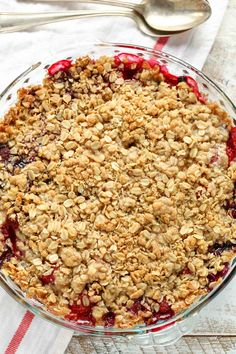 An easy mixed berry crisp that's made with frozen fruit and can be enjoyed all year long! An easy mixed berry crisp that's made with frozen fruit and can be enjoyed all year long! Mixed Berry Crisp, Mixed Berry Cobbler, Mixed Berries, Mixed Berry Crumble Recipe, Fruit Crumble, Fruit Cobbler, Berry Crisp Recipe, Three Berry Pie Recipe, Oatmeal Crisp