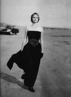 Giorgio Armani - Amber Valletta, FW 1993, Photo: PETER LINDBERGH