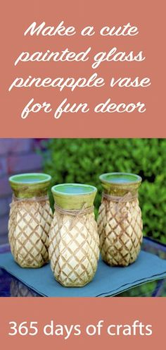 Cute painted glass pineapple vase craft idea you can make with ease. The adorable vases are so welcoming. Clay Vase, Ceramic Vase, Spray Paint Vases, Painted Vases, Painted Rocks, Pineapple Vase, Vase With Branches, Vase Crafts, Bottle Crafts