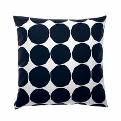 Give your living room a quick make over with the Pienet Kivet cushion cover by Marimekko. The pattern is a classic Marimekko design by… Marimekko, Large Throw Pillows, Modern Throw Pillows, Handmade Pillows, Decorative Pillows, Decorative Objects, Cushion Covers, Pillow Covers, Motif Simple