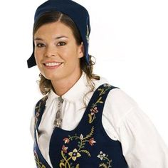 LILLEHAMMERBUNADEN  #bunad #Lillehammer #Oppland Lillehammer, Looking For Someone, Traditional Dresses, Ol, Norway, Sewing Projects, Costumes, My Love, Clothing