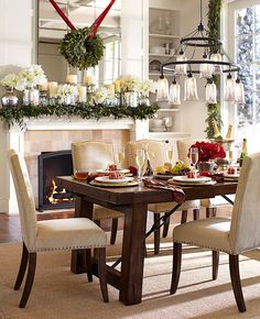 gorgeous Christmas dining room