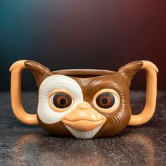 Enjoy a tasty, hot beverage with everyone's favorite mogwai with this adorable Gizmo Shaped Mug - though it'll be pretty tricky to stop this one from getting wet! This oversized mug is in the shape of the mogwai Gizmo, from the iconic Stephen Spielberg movie Gremlins. Hand wash only. Gremlins Gizmo, Nouveaux Gadgets, Mugs Uk, Horror, Disney Cups, Pause Café, Face Mug, Cute Cups, Kitchen Gadgets
