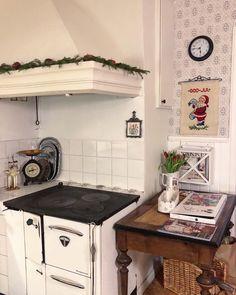 """🍃 Annas Lantliga 🍃 on Instagram: """"✶ Mellαηdαgsluηk ✶ Hoppas att ni alla har det bra och att er jul varit som ni önskat. Jag har jobbat idag och ska även jobba imorgon, sedan…"""" Kitchen Cart, Anna, Instagram, Home Decor, Decoration Home, Room Decor, Home Interior Design, Home Decoration, Interior Design"""