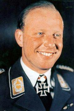 Oberleutnant d.R. Rudolf Schoenert (1911-1985), Staffelkapitän 4./Nachtjagdgeschwader 2, Ritterkreuz 25.07.1942, Eichenlaub (450) 11.04.1944