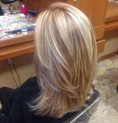 Blonde highlights with copper low lights! STYLE OF CUT I LIKE – Lady Makk Blonde highlights with copper low lights! Blonde Lowlights, Blonde Hair With Highlights, Blonde Color, Caramel Highlights, Red Blonde, Peekaboo Highlights, Purple Highlights, Medium Hair Cuts, Medium Hair Styles