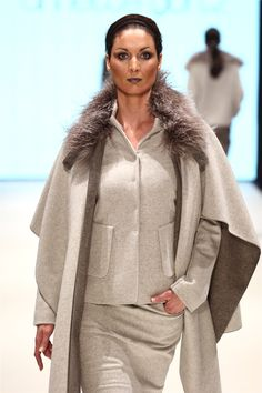 A model walks the runway at the Annette Goertz show during Platform Fashion January 2016 at Areal Boehler on January 30, 2016 in Duesseldorf, Germany. Zhiboxs.com