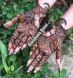 The surreal charisma of Arabic mehndi. With blooming flowers, whimsical leafy patterns and varied types of jaals, this latest mehndi. Rose Mehndi Designs, Khafif Mehndi Design, Latest Arabic Mehndi Designs, Henna Art Designs, Mehndi Designs For Girls, Mehndi Designs For Beginners, Stylish Mehndi Designs, Dulhan Mehndi Designs, Mehndi Designs For Fingers