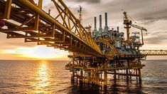 See how Plasma's digital transformation solution is helping the oil and gas industry to improve asset productivity, reduce downtimes, and financial risks. Energy News, Oil Industry, Rubber Industry, Oil Refinery, Oil Rig, Energy Projects, Latest Hd Wallpapers, Environmentalist, Castles