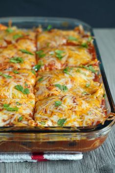 This vegetarian enchilada casserole is perfect for your meatless Monday! It's so easy to make and the whole family will … Tasty Vegetarian Recipes, Vegetarian Main Dishes, Vegetarian Entrees, Veg Recipes, Vegan Dinners, Mexican Food Recipes, Cooking Recipes, Food Dinners, Kraft Recipes