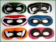 Máscaras dos Power Rangers feitas em feltro e elástico.