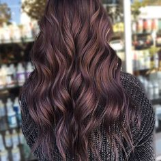 Chocolate Lilac Hair: We love this trendy hair color - Frisuren - Beauty Violet Hair, Lilac Hair, Cinnamon Hair, Hair Color And Cut, Hair Highlights, Brown Hair With Purple Highlights, Subtle Purple Hair, Balayage Hair, Haircolor