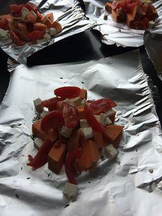 Bbq pakketje met zoete aardappel, feta, knoflook, tijm, rozemarijn en rode peper / grilling packets with sweet potatoe, feta chese, garlic, thyme, rosemary and chili pepper